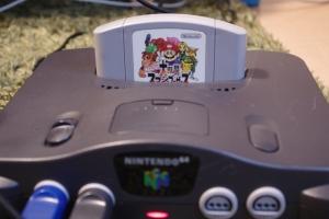 Unser N64 mit Super Smash Bros.