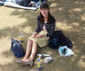 Rock: Bon Mercerie / Cardigan und Oberteil: Laissé Passé / Schuhe: via Marui One / Tasche: Samantha Thavasa