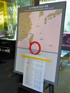 Taifun-Karte im Hotel.