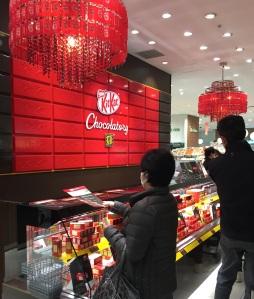 Mit KitKat-Kronleuchtern!