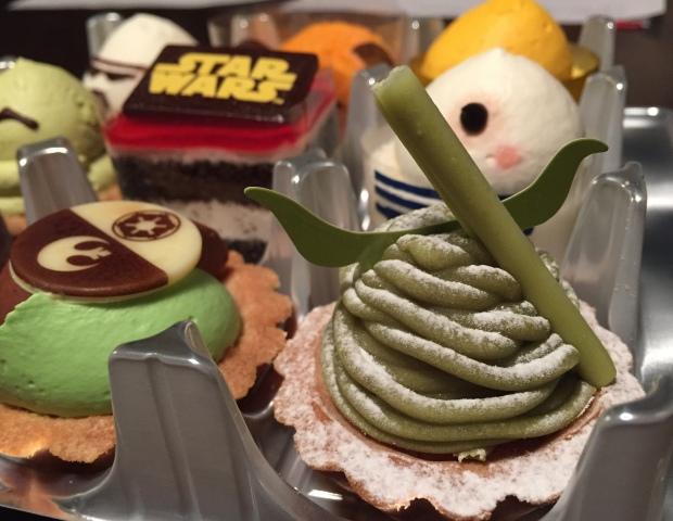 Essen du musst den Star Wars-Kuchen.